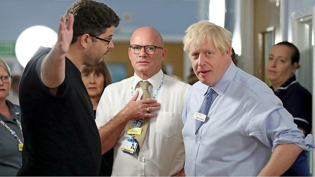 ジョンソン英首相「ここに報道陣はいない」 病院で市民に詰問され……