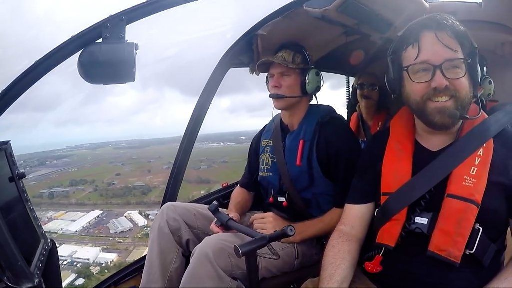ワニがいても大丈夫 ヘリコプターで豪州パブ巡り