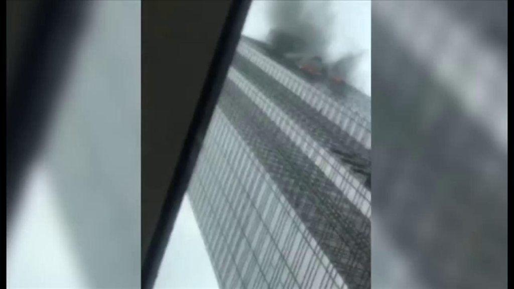 NYのトランプタワーで火災 「ここから逃げろ」