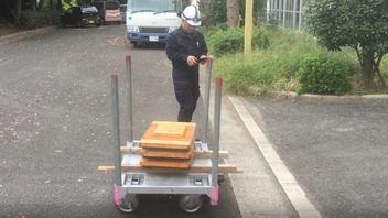 375キロの荷を運搬する竹中工務店の「クローラーTO」