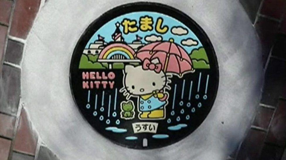 日本のマンホールふた 芸術的な意匠にファンも