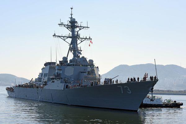 牙を剥いた中国艦、アメリカ駆逐...