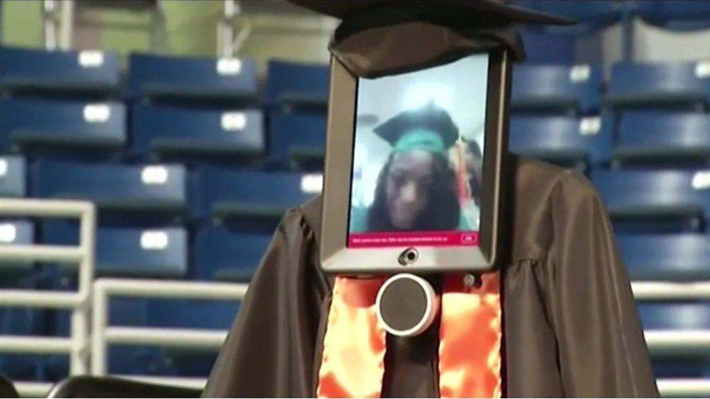 ロボットで卒業式に参加 入院中の米学生