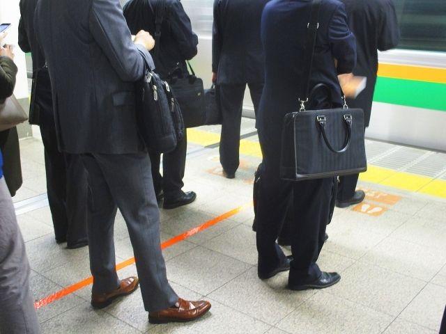 なぜ自分は今、満員電車に押し込まれているのか?