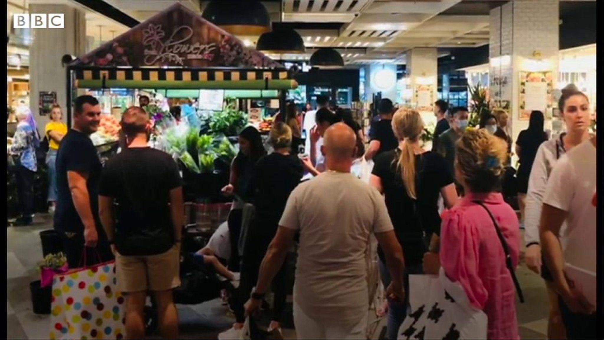 オーストラリアのロックダウン緩和でショッピングセンター混雑