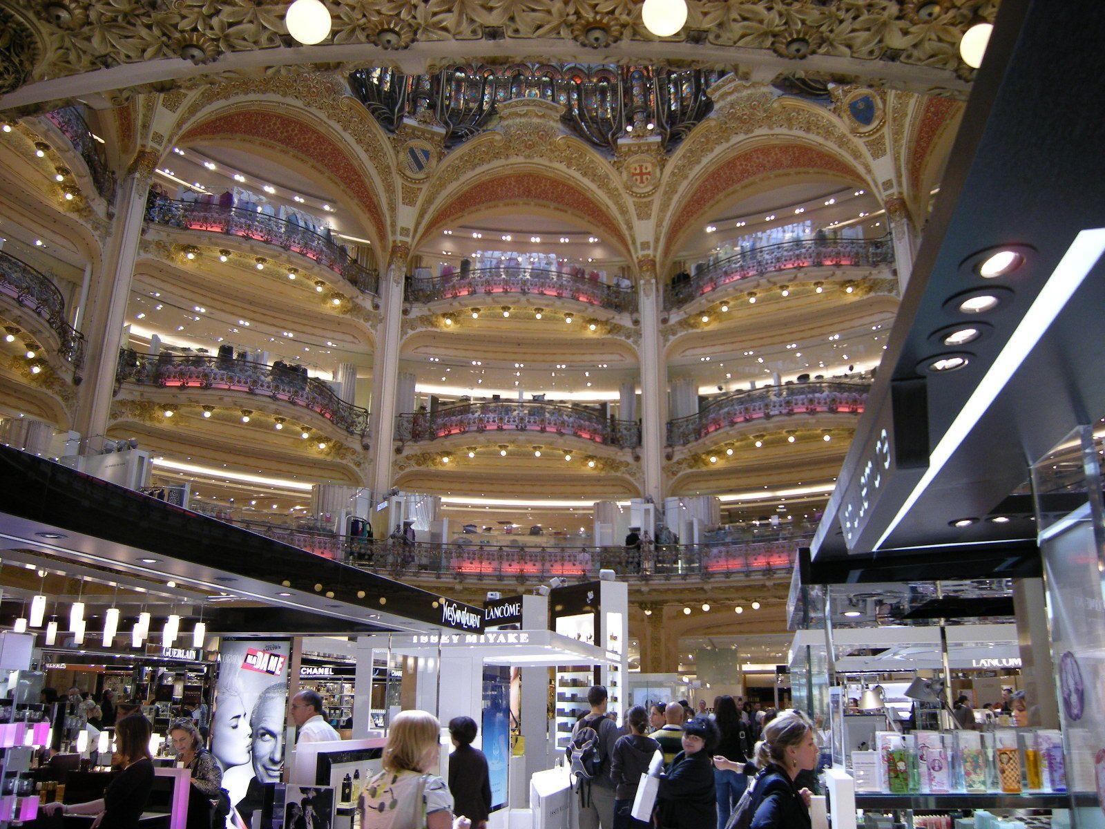 パリのデパートが日曜日も営業を始めた理由