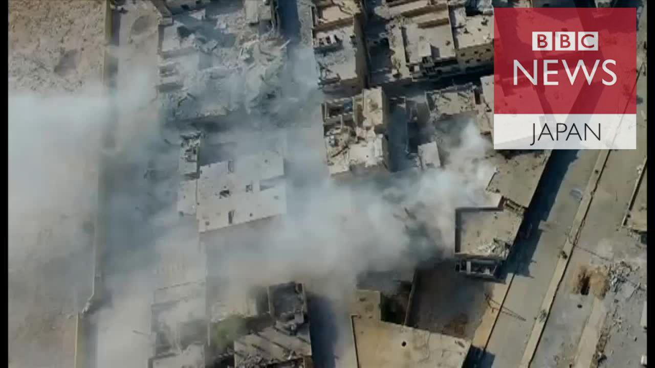 ISの心臓部だったラッカ 廃墟の路地でBBC取材陣の横を銃弾が