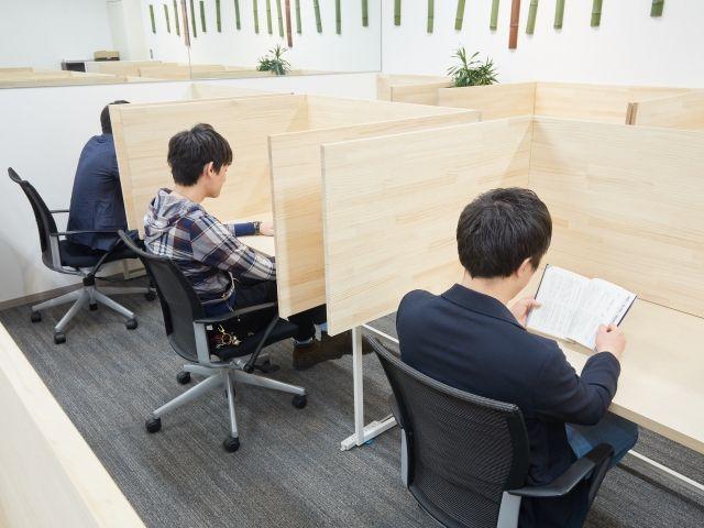 まだ大部屋オフィスで仕事をしているんですか?