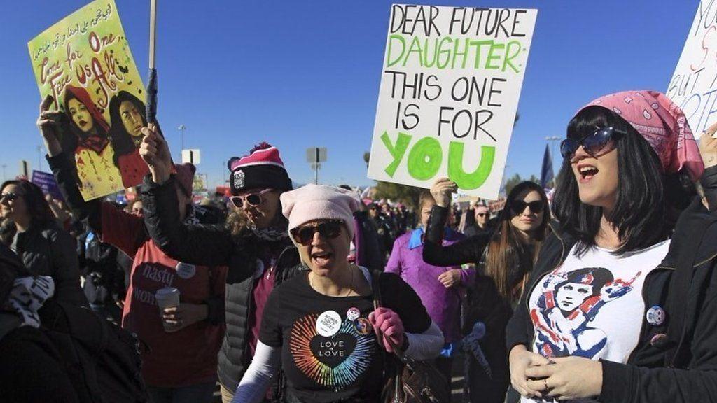1年で何が変わった 米国で行進する女性たちの要求