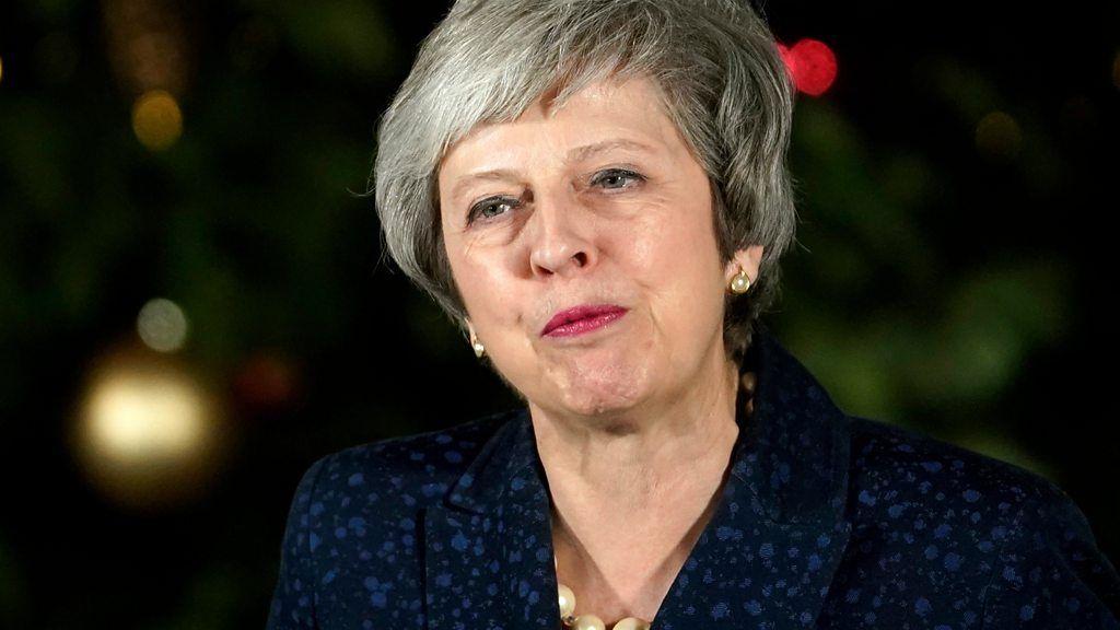 メイ英首相、次の動きは 党内6割の支持で信任勝利