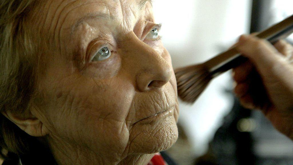 84歳男性、お化粧学ぶ 妻のためにと