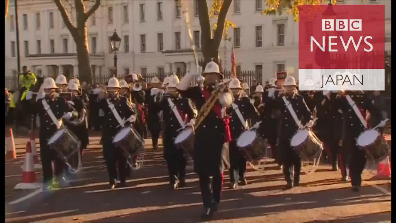 バッキンガムで海軍が衛兵交代式 357年の歴史で初めて