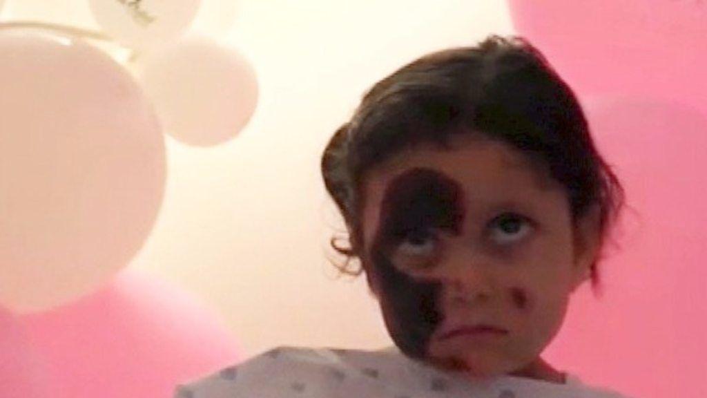 猛吹雪の中に1人残され……シリアの3歳少女
