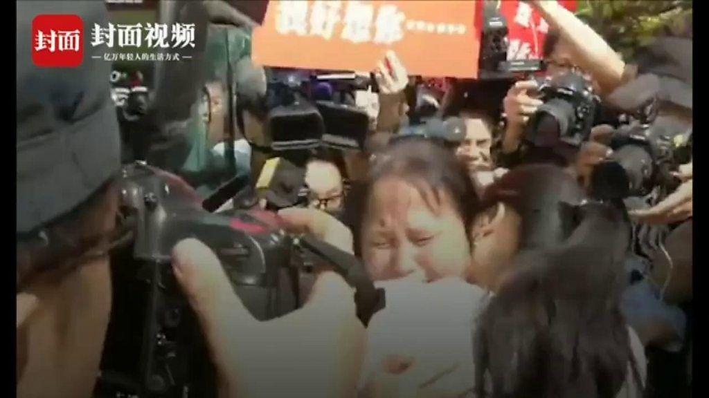 行方不明の娘と24年ぶりに涙の再会 中国