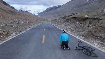 エベレストで「エベレスティング」 中国人サイクリストが初挑戦