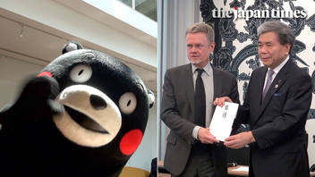 Kumamon donates to Notre Dame Cathedral at the Embassy of France