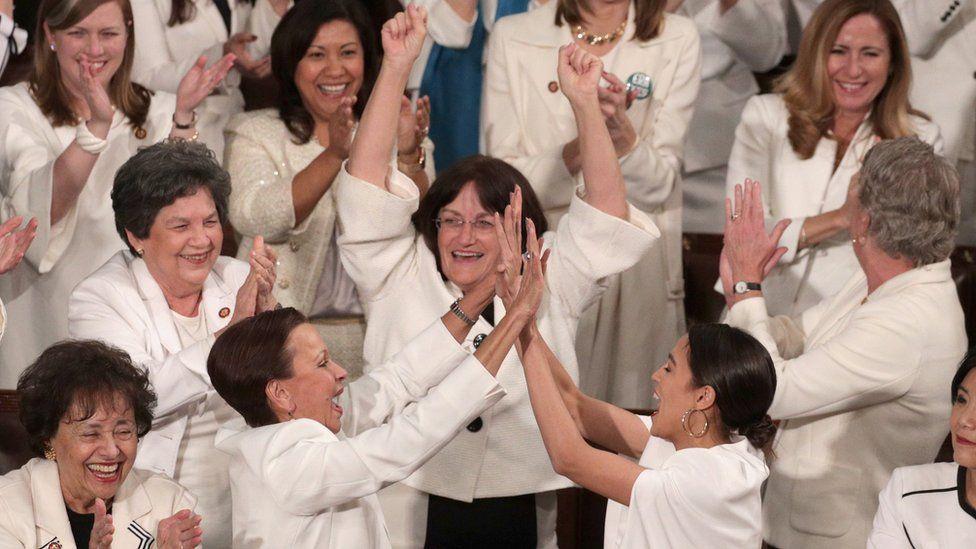 「本当はそんなことしちゃ」 野党の女性議員たちがトランプ氏の発言に拍手