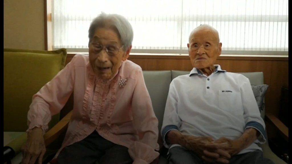 日本のカップル、「辛抱強さ」で存命中の世界最長寿夫婦に